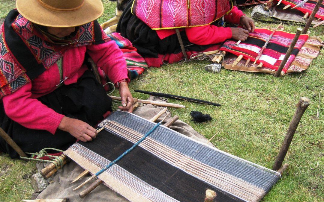 Q'ero women create textiles